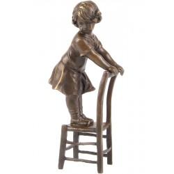 Copil pe scaun - statueta din bronz