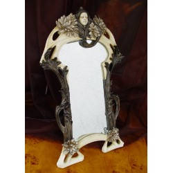 Oglinda Art Nouveaux cu o femeie