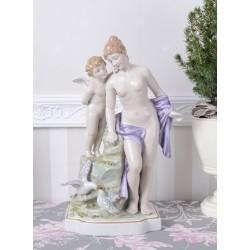 Statueta din portelan alb-Venus cu un ingeras